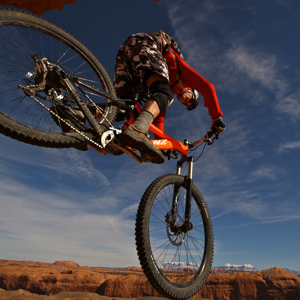 MTB action air desert mountains 1000px